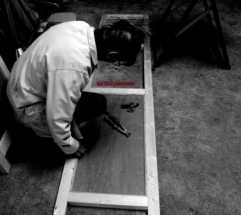 Décors scéniques en bois et acrylique